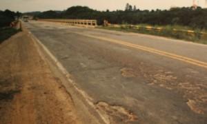 rodovia-em-mau-estado-300x180