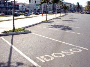Vaga de estacionamento exclusivo para idoso