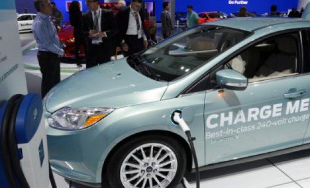 Carro totalmente elétrico da Ford tem bateria carregada em 30 minutos