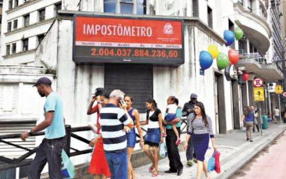 Brasileiros pagam mais de R$ 2 trilhões em impostos no ano