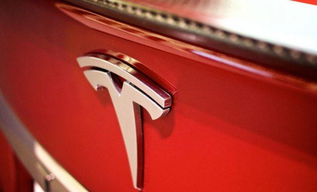 Gigante chinesa de tecnologia compra 5% da Tesla por US$ 1,7 bilhão
