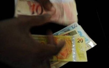 Temer sanciona lei que permite descontos para compras em dinheiro