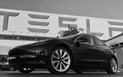Tesla Model 3 é revelado, o carro elétrico 'popular' já com 400 mil reservas