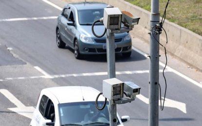 Governo de SP pune motoristas que emplacam carro em outro Estado