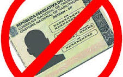 Veja infrações que levam a suspensão direta do direito de dirigir