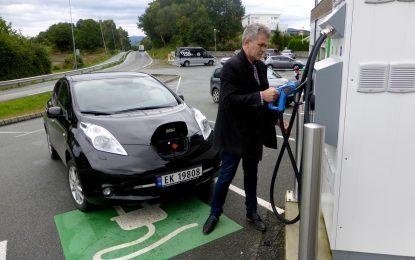 Montadoras já prometeram pelo menos US$ 90 bilhões para veículos elétricos