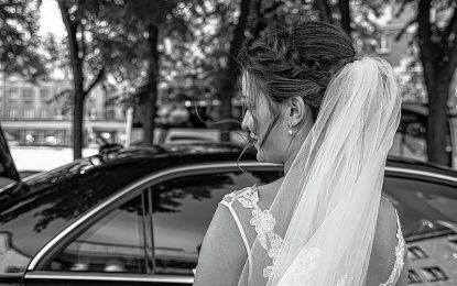 Carros levam elegância para o casamento