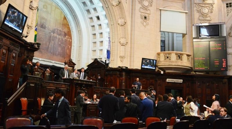Deputados querem garantir aluguel de carro na Alerj