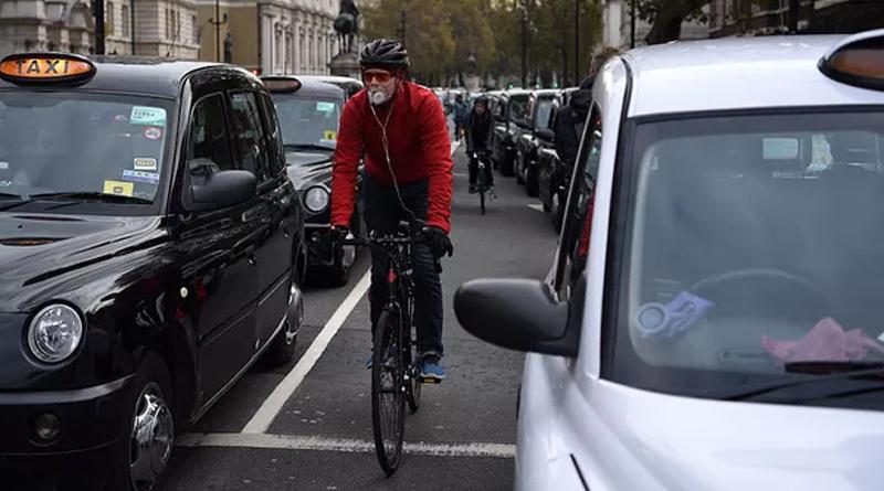 Governo britânico vai pagar R$ 15 mil para motorista deixar o carro em casa