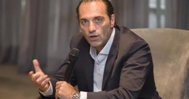 """CEO da Stellantis América Latina detalha futuros investimentos da """"supermontadora"""""""