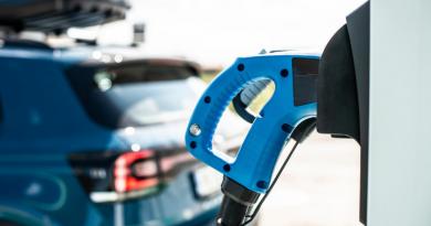 Governo de SP quer aumentar IPVA para carros híbridos e elétricos