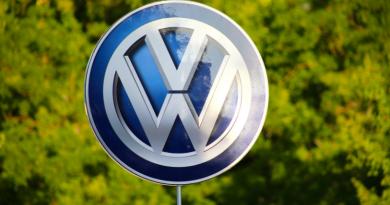 Pablo Di Si consegue enxergar dois faróis no horizonte: os carros movidos com energia menos poluente e as assinaturas de carros.