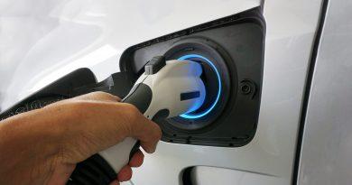 Empresas ampliam frotas próprias com modelos elétricos. Luiz Fernando Porto, CEO da Unidas, afirma que a marca conta com 400 veículos eletrificados.