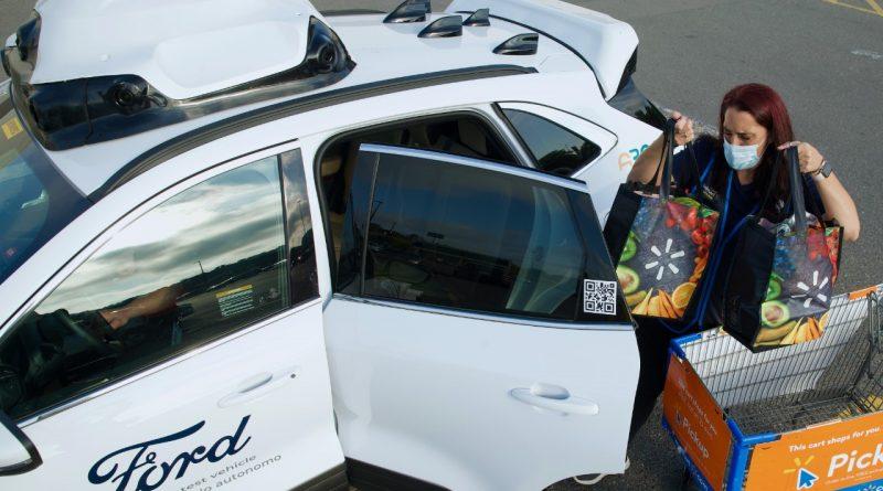 Ford lança serviço de entrega com carro autônomo